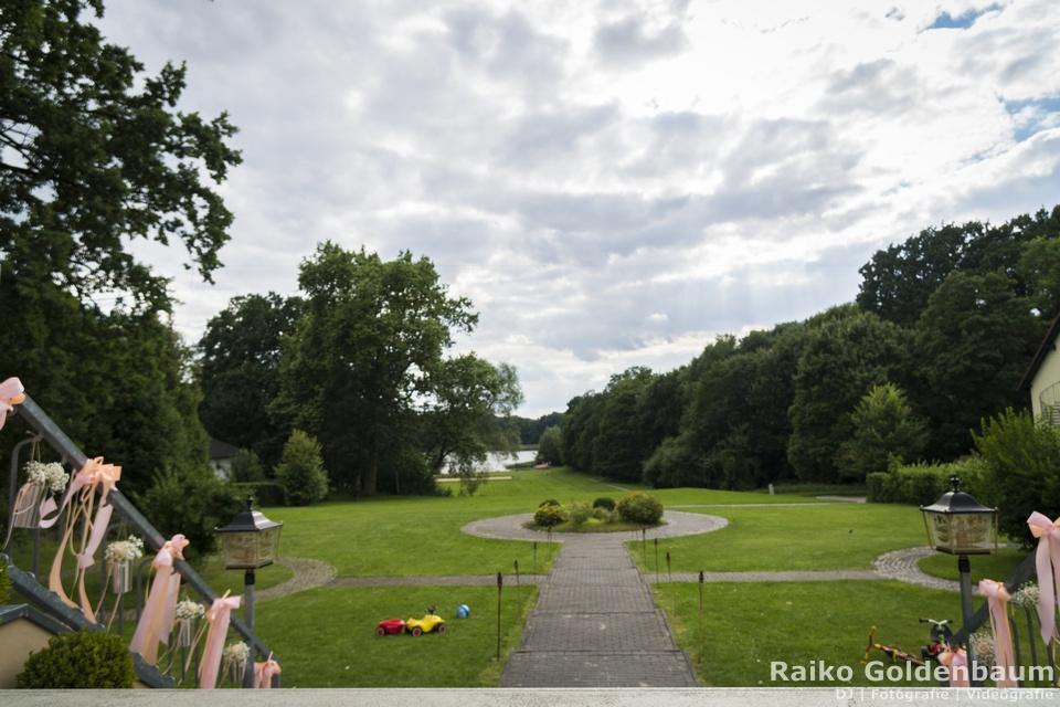Gut Gnewikow Blick zum See vom Park aus
